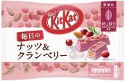 "NESTLE Kit Kat Daily Ruby Chocolate Cranberry&Nats, Вафли из ""рубинового"" шоколада с клюквой и миндалем"